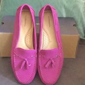 EUC Bass Fuchsia suede loafers.